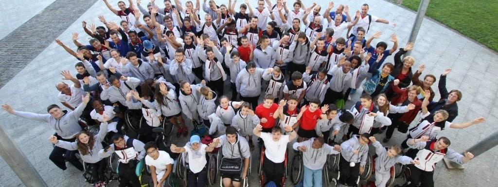 Groupe d'handicapés heureux