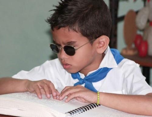 Des ressources insuffisantes pour les enfants déficients visuels