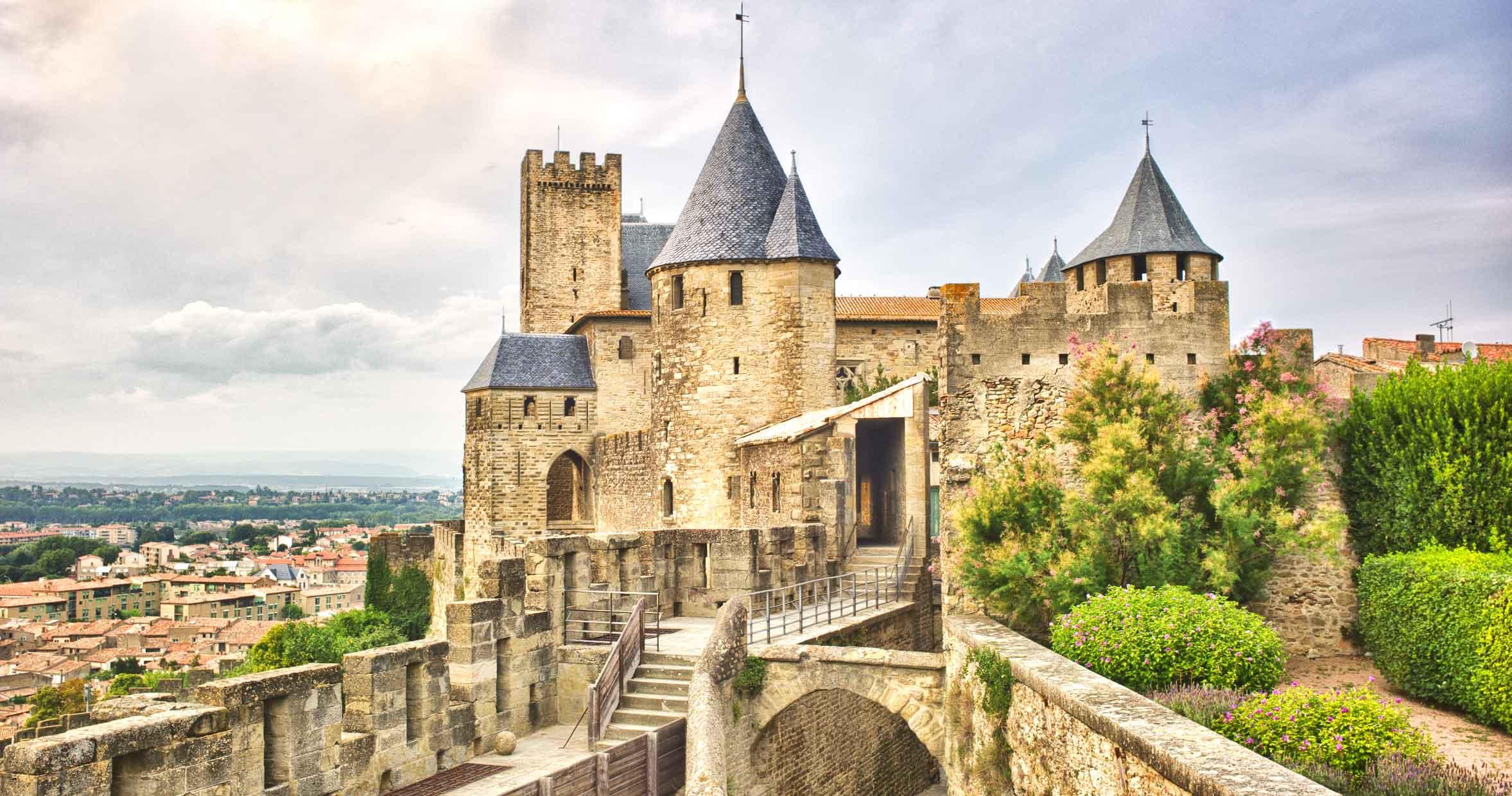 Carcassonne : un train touristique écologique pour visiter les remparts