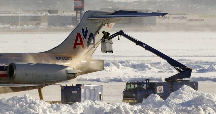 Trafic aérien aux États-Unis : la vague de froid perturbe les vols