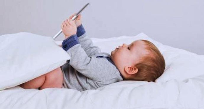 Écrans numériques : ils sont nuisibles pour les enfants en très bas âge