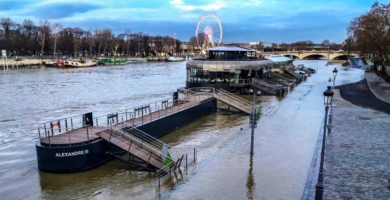 Quais de Seine : submergés par le fleuve, ils sont à nouveau impraticables
