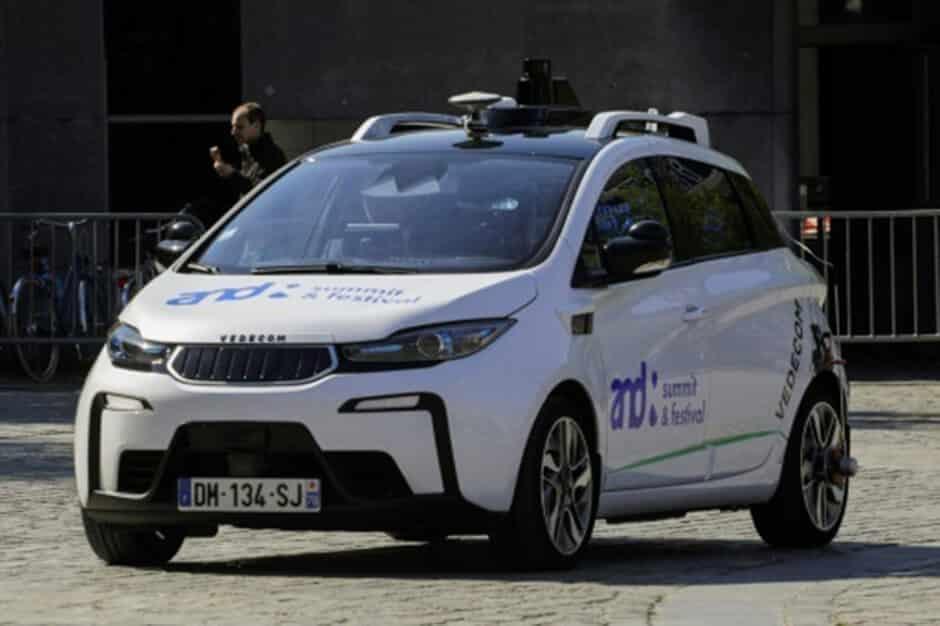 voitures autonomes sur la route