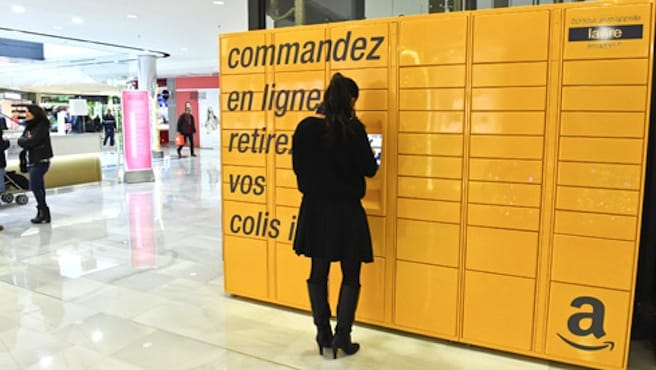 Amazon implante ses casiers de retrait automatique.