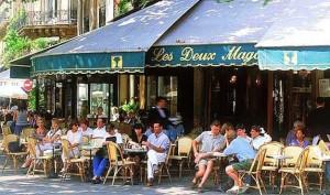 la terrasse de café, un lieu emblématique des bistrots parisiens