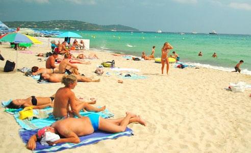 vacanciers sur une plage