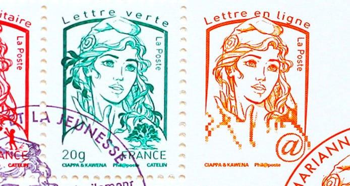 deux timbres, un rouge et un vert