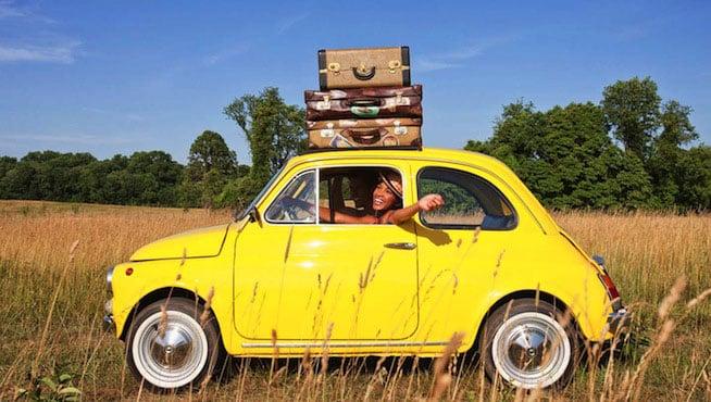 Petite voiture jaune