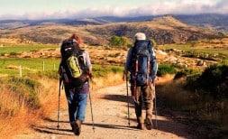 Randonnée : des personnes non-voyantes randonnent dans les Cévennes