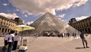 Cour du musee Du Louvre