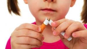 Un enfant qui n'aime pas la cigarette