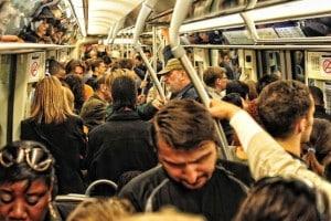 Metro parisien a l'heure de pointe