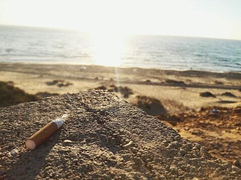 un mégots jeté à terre