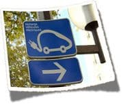panneau de signalisation indiquant où recharger sa voiture électrique