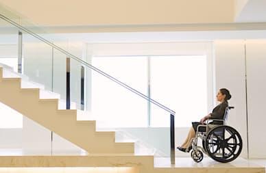 Accessibilité : plus d'ascenseurs pour les personnes handicapées ?