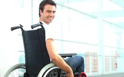 Une Personne Handicapee Souriante