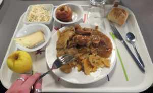 Des repas de solidarité destinés aux soignants ont commencé à être livrés partout en France.