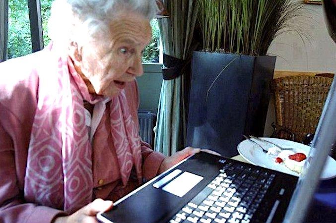 Le passage au tout numérique a des conséquences négatives pour plein de seniors.