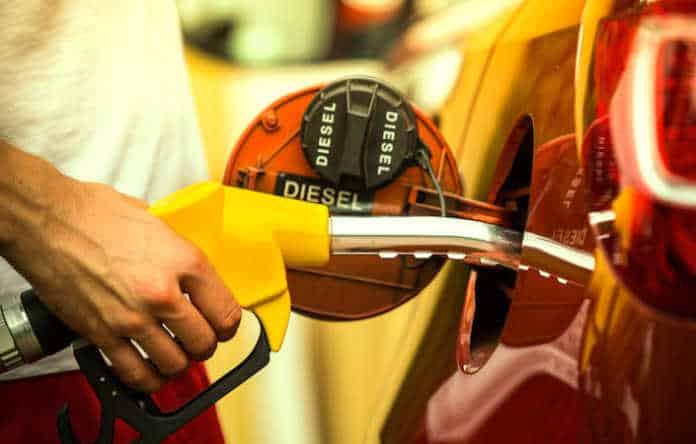 Les prix des carburants restent chers, à cause d'une situation internationale défavorable.