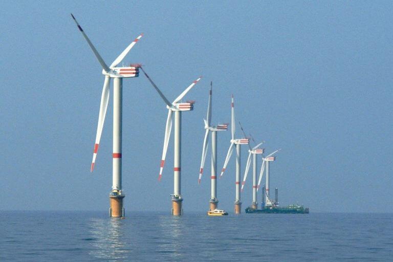 une ferme éolienne flottante