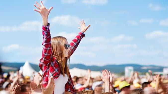 Cropped Le Festival Des Vieilles Charrues Est Le Plus Grand E Ve Nement Musical Franc Ais