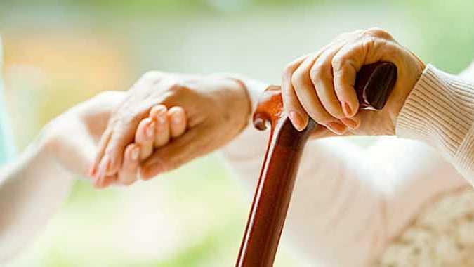 Aide à domicile : le Gouvernement maintient l'exonération des seniors