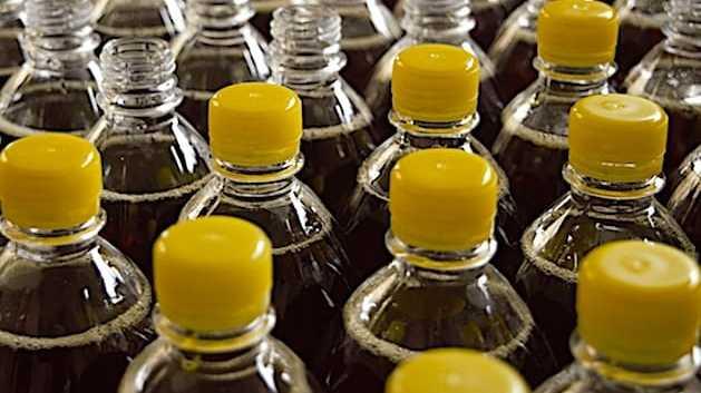 Cropped Consigner Les Emballages Des Boissons Donc Les Bouteilles En Plastique Est Un Principe Bien Perc U Par Les Franc Ais