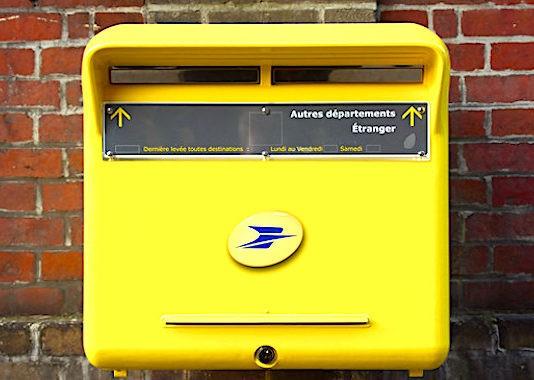 La Cour des comptes estime qu'il y a trop de boîtes aux lettres dans les rues françaises.