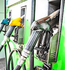La baisse des prix de l'essence à la pompe est une bonne surprise pour les automobilistes.