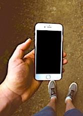 Le prix moyen d'un smartphone a tendance à stagner en France. Sauf dans le très haut de gamme.