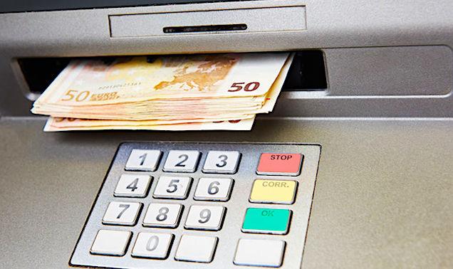 Les distributeurs de billets manquent de plus en plus en France.