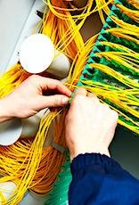 Connexion de fils pour illustrer l'article sur les opérateurs télécoms et leurs clients