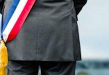 Une écharpe de maire peut aussi se moderniser.