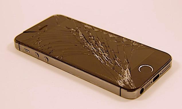 Les réparations de smartphones seront bientôt aidées financièrement.