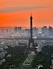 Vue aérienne de la tour Eiffel concernant une opération déconfinement de Paris de Paris