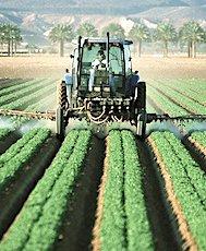 Depuis peu, les distances d'épandages de pesticides sont à nouveau l'objet d'un débat environnemental.