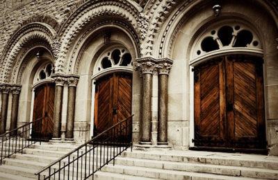 La fermeture complète des lieux de culte est mal vécue par beaucoup de croyants.