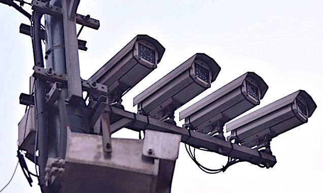 Les caméras de surveillance pourront-elles servir à identifier les personnes contaminées par le Covid-19 ?