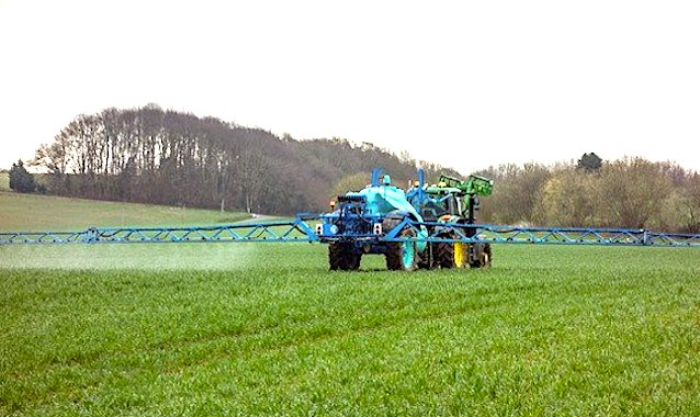 Les distances d'épandages de pesticides pourraient à nouveau être modifiées