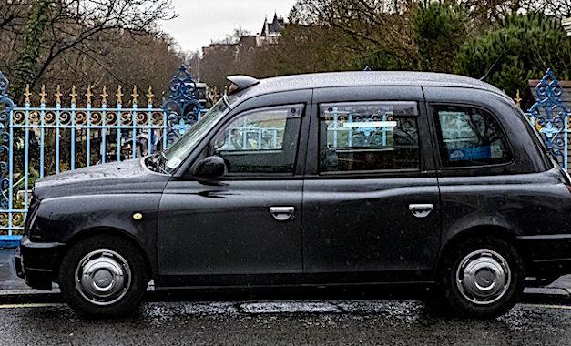 Rouler avec des taxis londoniens à Paris permet de bien respecter les règles de distanciation physique.