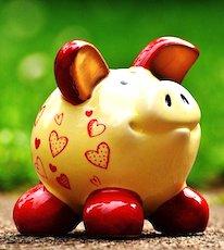 Une tirelire en forme de cochon pour l'éventualité d'un impôt sur épargne