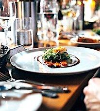 Emmanuel Macron a annoncé la réouverture totale des restaurants en Ile-de-France, le 15 juin 2020.
