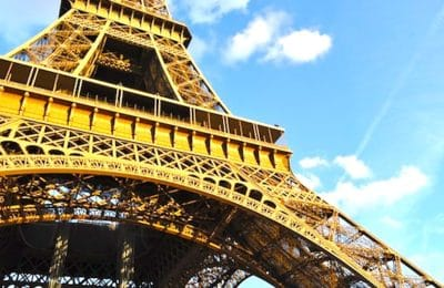 Ce jeudi 25 juin, la Tour Eiffel a rouvert ses portes, après un long arrêt forcé, dû au confinement.