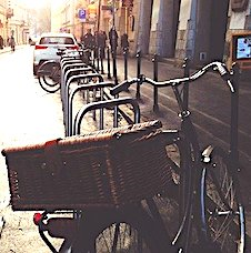 S'inscrire dans une vélo-école est très utile pour apprendre à circuler en milieu urbain.