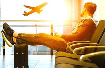 Les tests du coronavirus seront bientôt systématiques dans les aéroports.