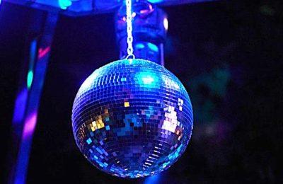 Le sauvetage des discothèques devient une question urgente pour l'exécutif.