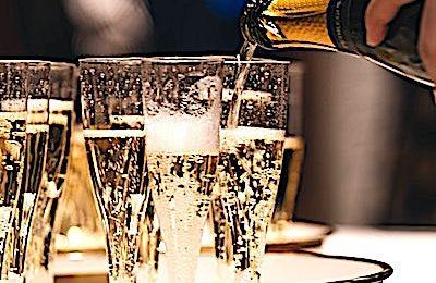 La Champagne subit actuellement une forte baisse de ses ventes de bouteilles.