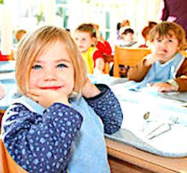 Les repas à la cantine doivent respecter un protocole sanitaire strict, pour éviter de futures contaminations.