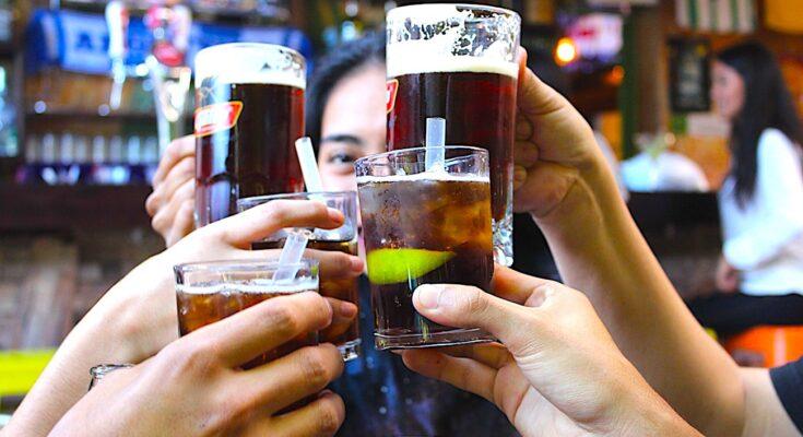 Les bars fermés à Paris laissent aux cafetiers et aux consommateurs une impression anxiogène