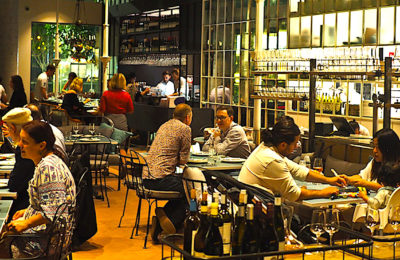 Des restrictions plus dures à Grenoble, Saint-Etienne et Lyon obligent les bars et les cafés à fermer